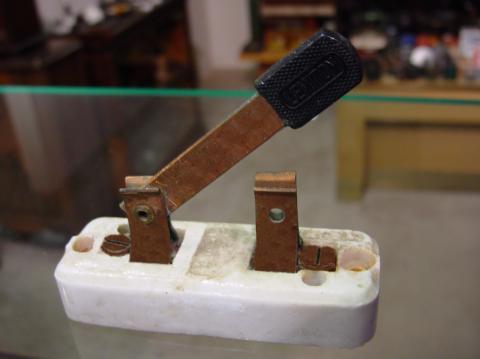 Рисунок 4 Выключатель ножевого типа