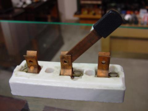 Рисунок 5 Переключатель ножевого типа с 3-мя контактами
